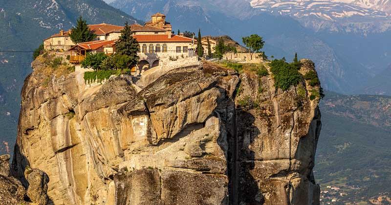 Чем примечателен монастырь Святой Троицы в Греции