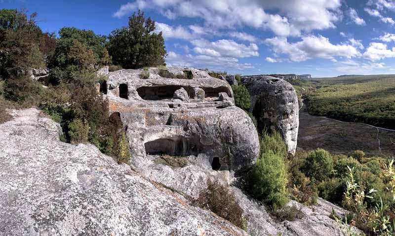 Как выглядит крымский пещерный город Эски-Кермен