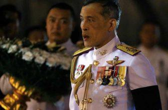 Где и с кем закрылся на карантин король Таиланда