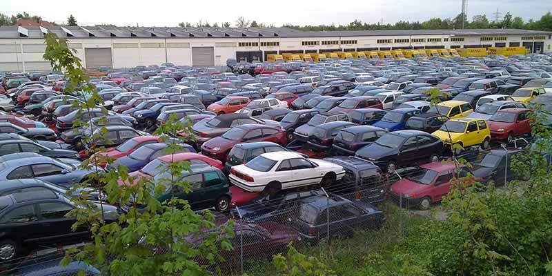 склад старых автомобилей в Финляндии