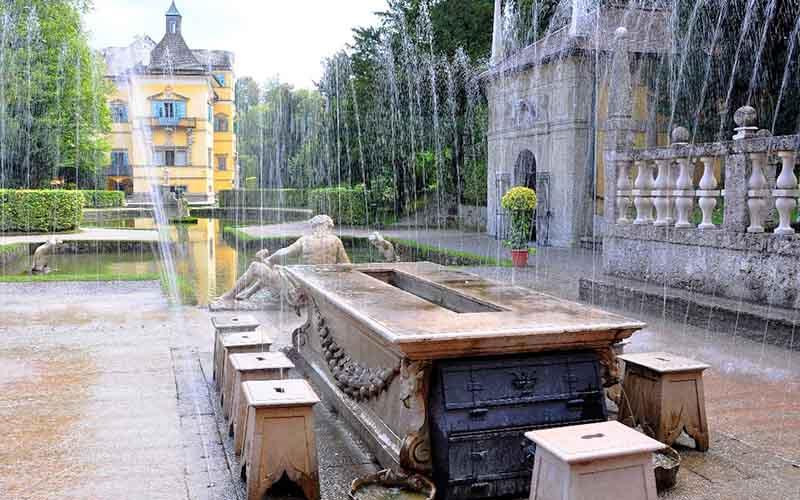 Уличные фонтанчики в Турции