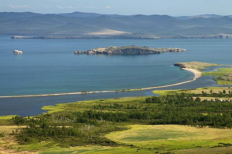 Располагается остров на территории Прибайкальского национального парка