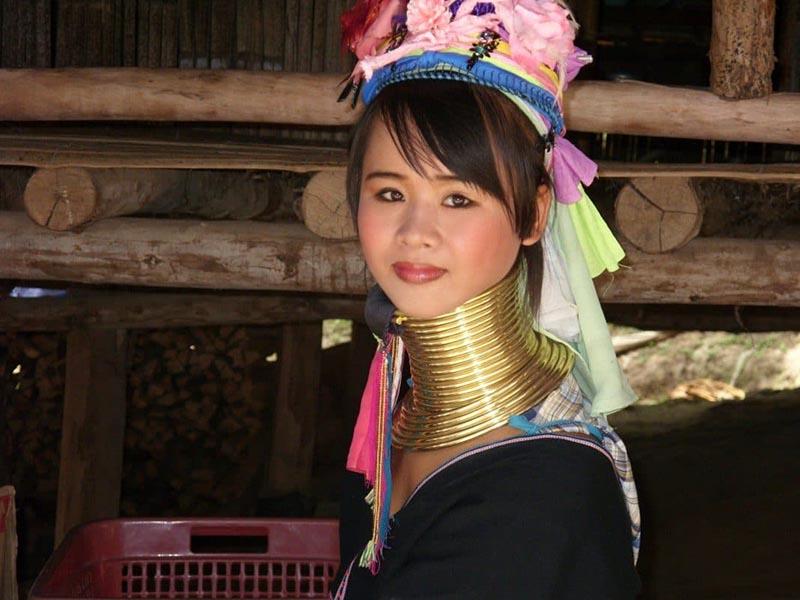 Как выглядят азиатские женщины-жирафы