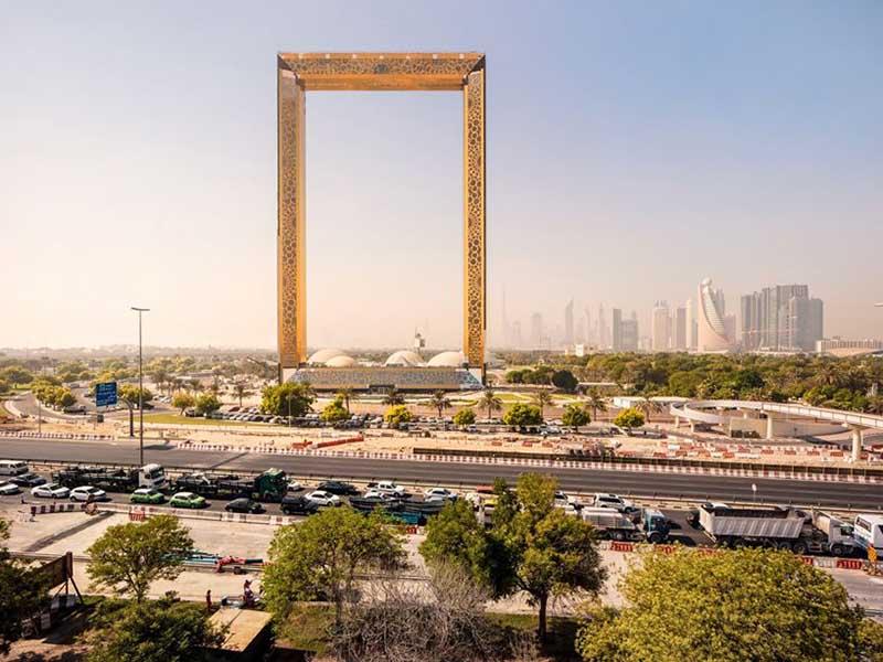 Золотая рамка высотой 150 метров в Дубае