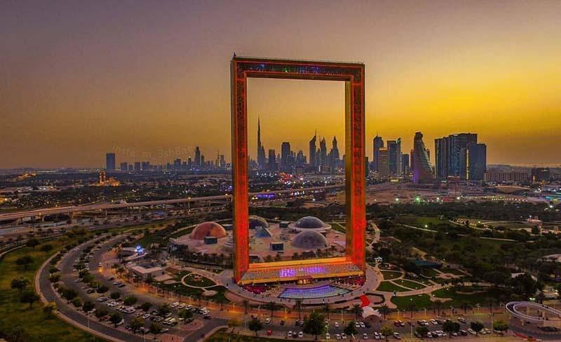 Dubai Frame Стоит отметить, что идея создать рамку возникла, потому что она олицетворяет окно, которое разделяет «старый» и «новый» Дубай