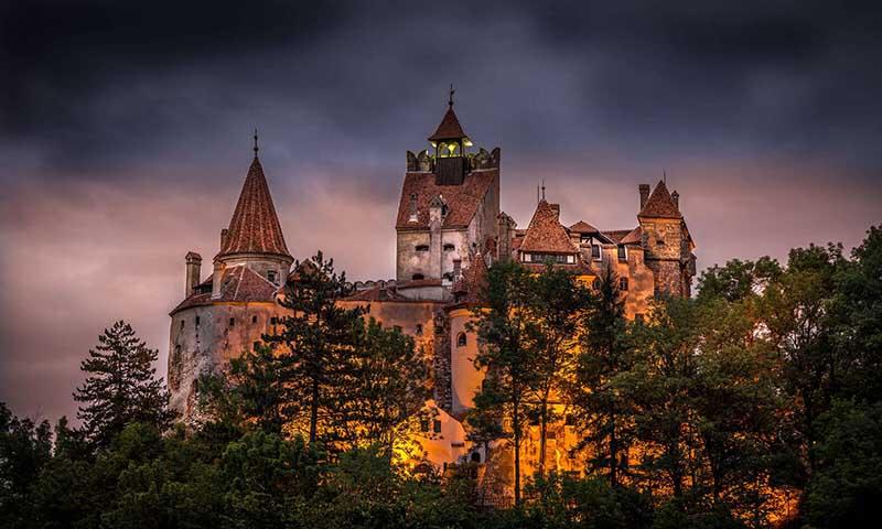 Яркой достопримечательностью Румынии является замок Бран