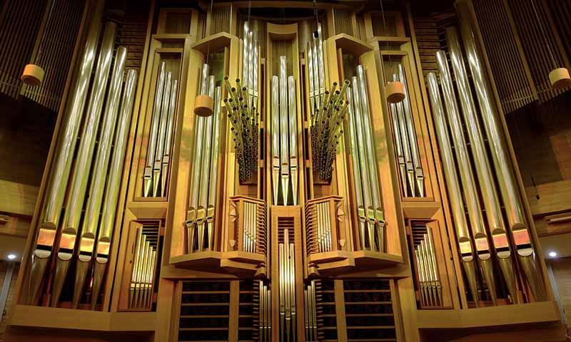 Самый большой орган в Москве, достигающий в высоту 15 метров