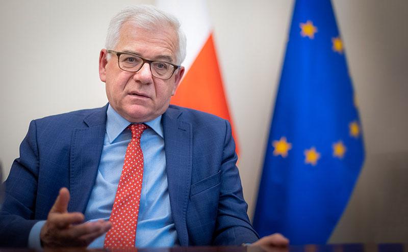 В Польше регионами руководят маршалы, а во главе стоит президент.