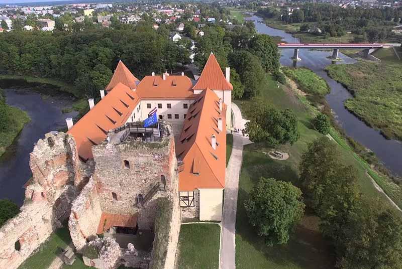 Старинный замок в Курляндии