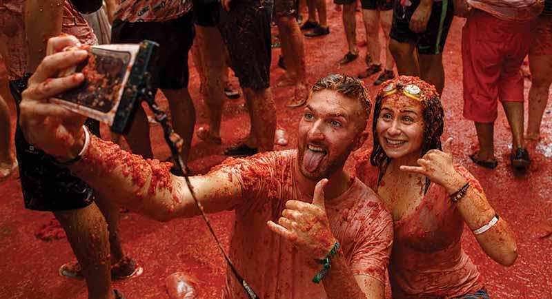 Фестиваль Томатина в Испании: битва помидорами