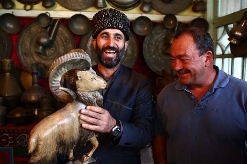 Самых заядлых путешественников Кожухов отправляет в Дагестан.