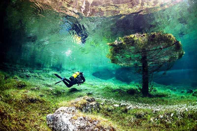 Грюнер Зе, что означает Зеленое Озеро.