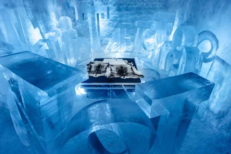 Около 30 лет назад в деревушке Юккасъярви организовали презентацию скульптур изо льда, окруженную несколькими игл