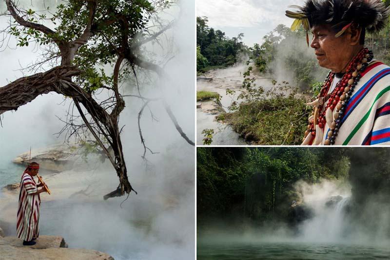 Кипящая река течет в джунглях Амазонии в Перу. К