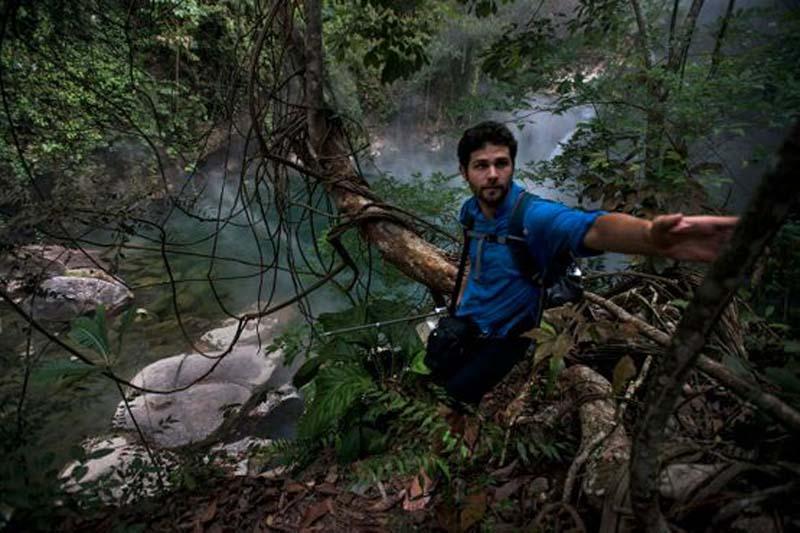 Удивительно, но эта река открыта совсем недавно. Молодой геолог Андрес Рузо в 2011 году обнаружил эту реку и с тех пор про нее узнали на всей планете.