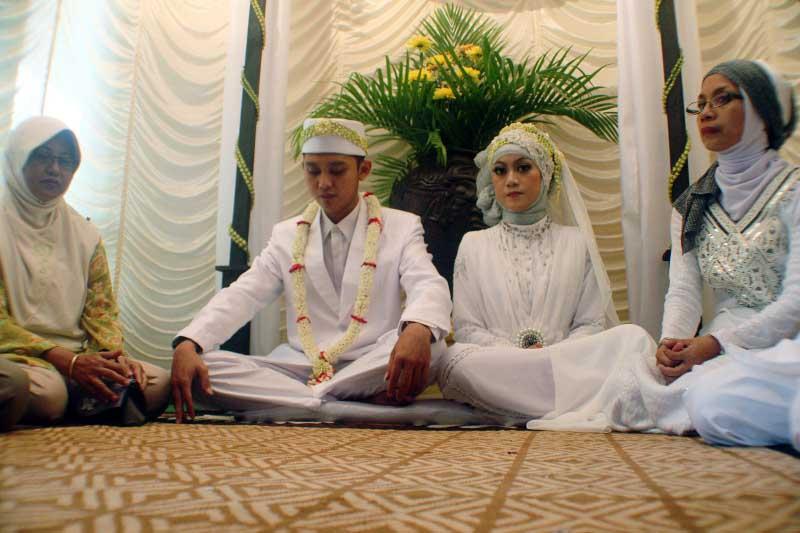 Странная традиция в Индонезии