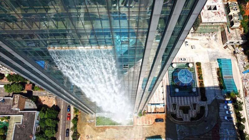 Возведен искусственный водопад в китайском городе Гуйян, находящемся в провинции Гуйчжоу