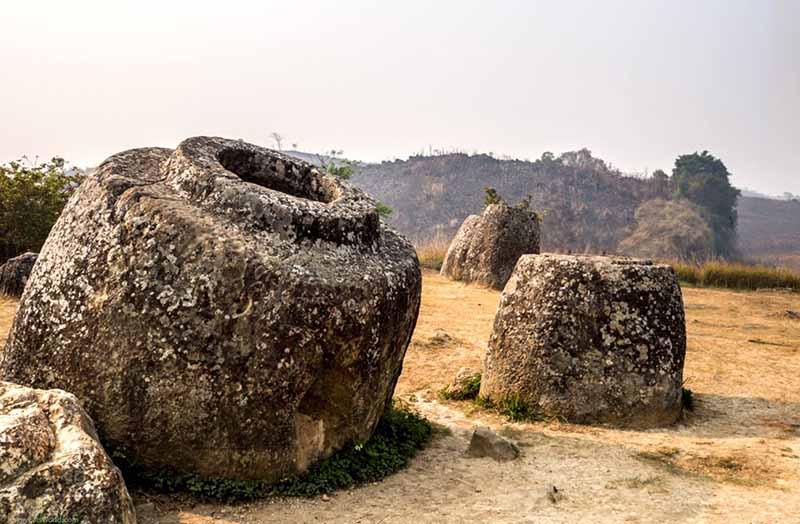 Древние кувшины в Лаосе