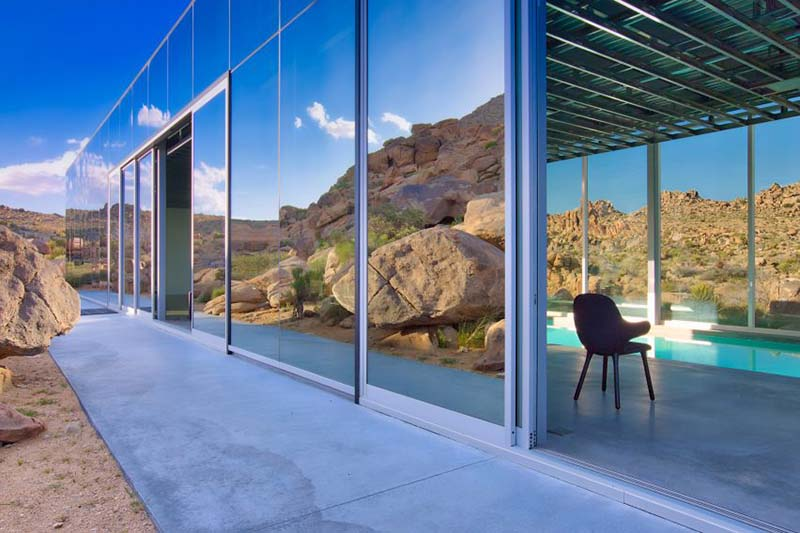 Проект здания для американского продюсера Криса Хэнли создал известный дизайнер и архитектор Томас Осински.