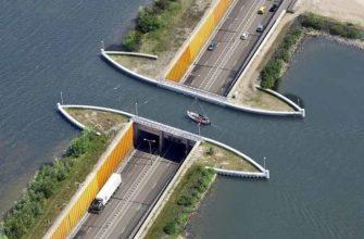 Мост в Нидерландах, пропускающий одновременно и машины, и корабли