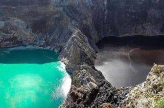 Почему озера вулкана Келимуту меняют окрас?