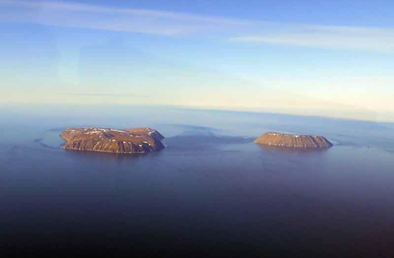 Острова Ратманова и Крузенштерна: расстояние между ними 4 км, а разница во времени - 23 часа