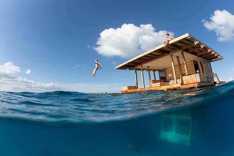 Подводный номер отеля «Manta Resort»