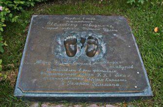 Памятник «Человеку-невидимке» в Екатеринбурге
